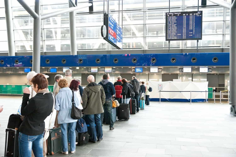 1-2013-10-31-1-40-24-viajar-en-avion-por-primera-vez-paso-a-paso-0