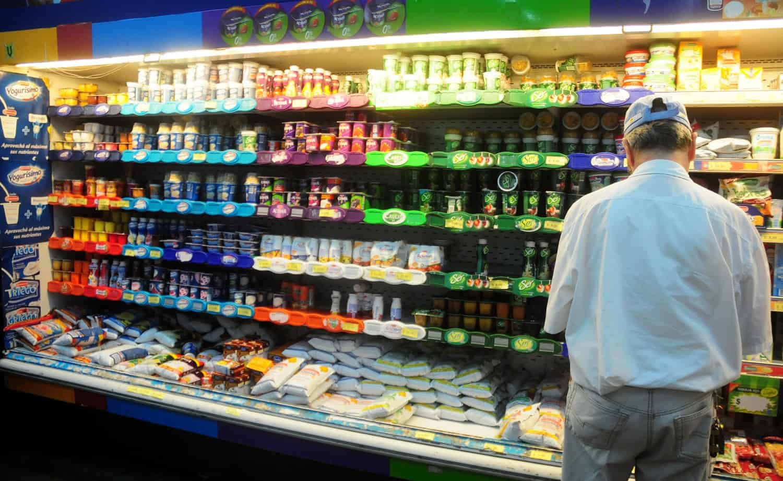 DYN14, BUENOS AIRES 05/01/2013, LOS PRECIOS DE TODOS LOS PRODUCTOS EN LAS PRINCIPALES CADENAS DE SUPERMERCADOS ESTARAN CONGELADOS POR 60 DÍAS. FOTO: DYN/JAVIER BRUSCO.